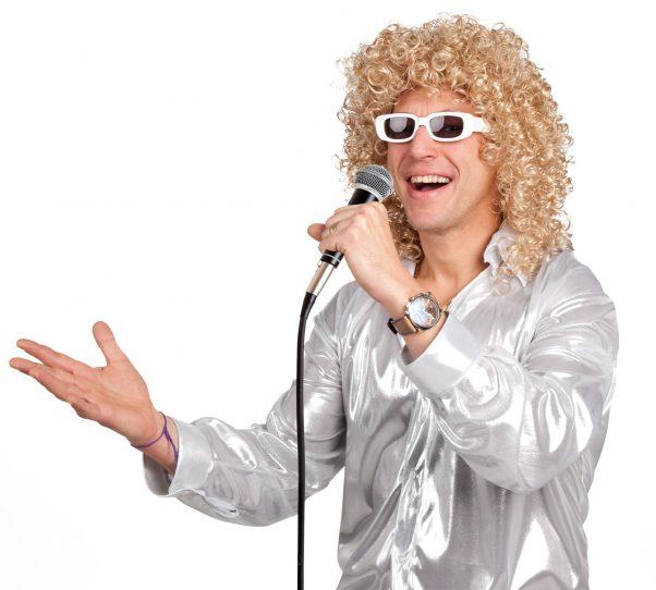 Photo du produit Perruque bouclée blonde avec lunettes blanche homme